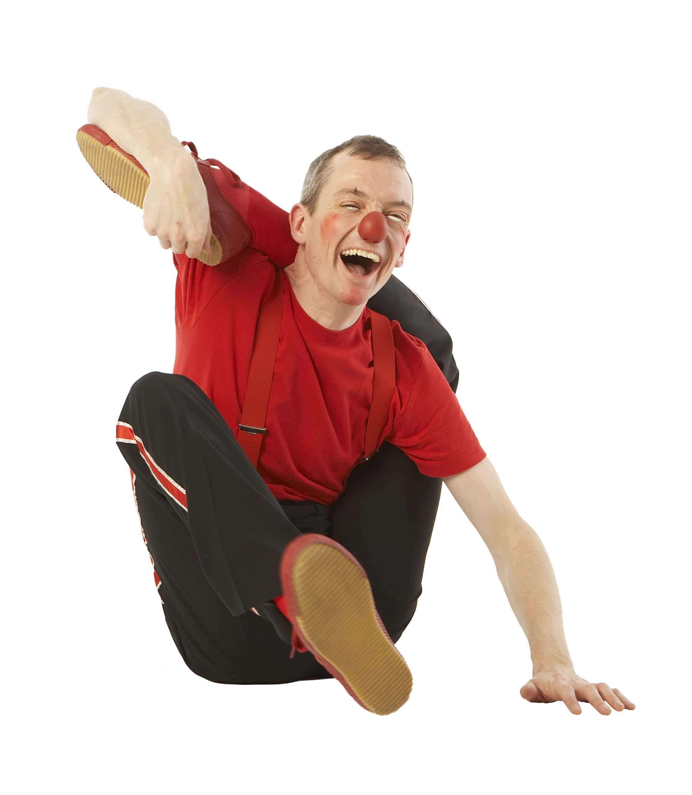 Klovnen Tapé med benet bag nakken
