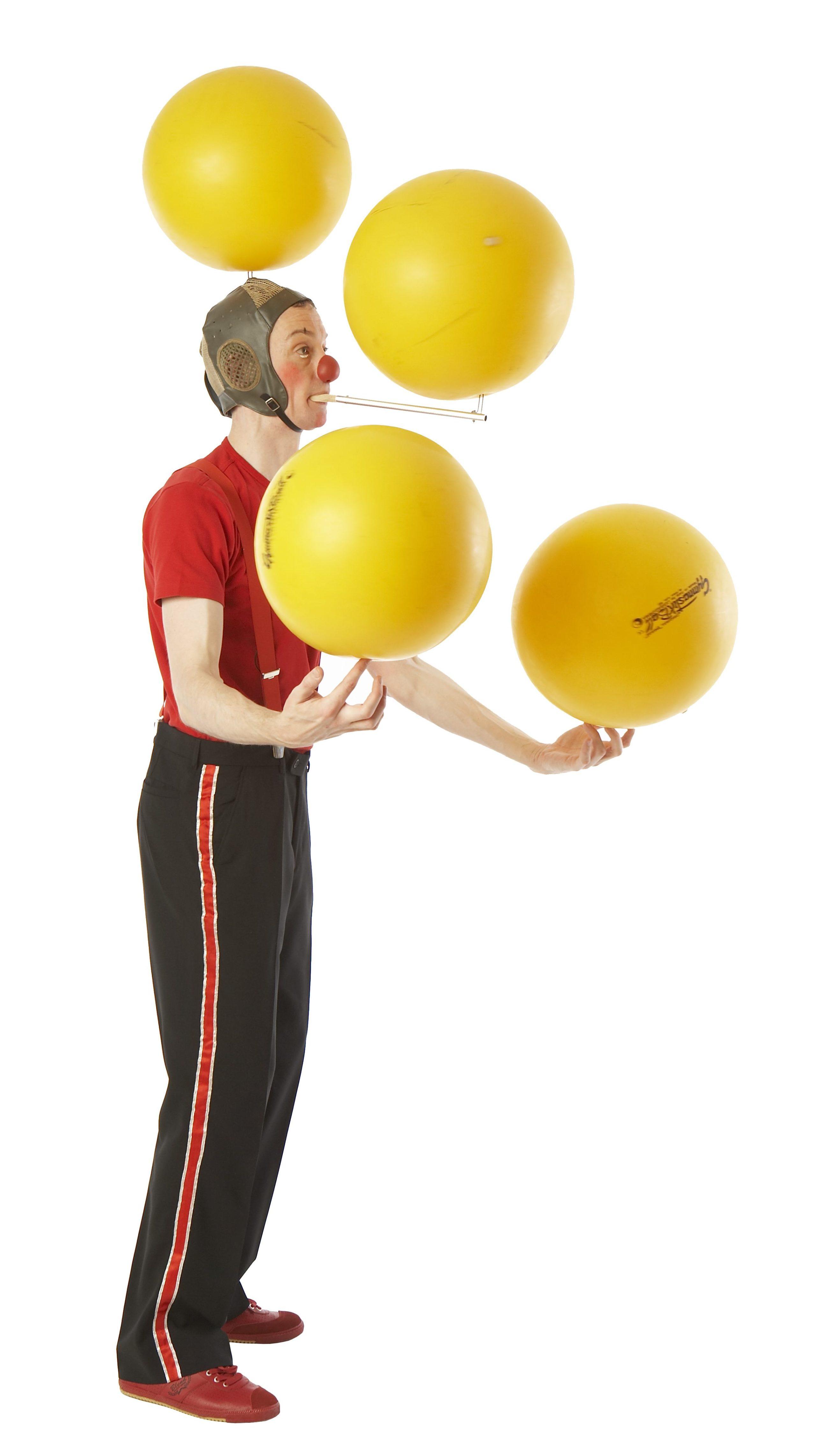 Klovnen Tapé balancerer fire bolde